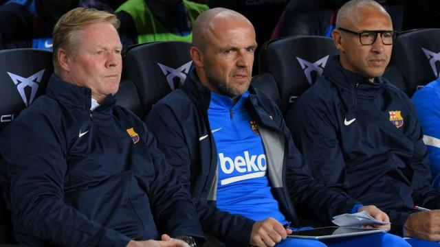 FC Barcelona: Wie Tick, Trick und Track: Barcelonas Cheftrainer Ronald Koeman mit seinen Assistenten Alfred Schreuder und Henrik Larsson (von links).