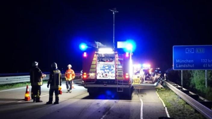 Tödlicher Unfall: Die Rettungskräfte konnten der Fahrerin nicht mehr helfen, nachdem ein BMW in einer Mai-Nacht ihren Wagen gerammt hatte.