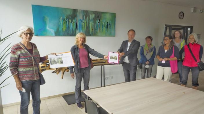 Landratsamt Ebersberg, Petition Frauen Moosach
