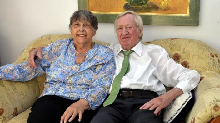 Diamante Hochzeit im Hause Zehetmair: 60 gemeinsame Ehejahre liegen hinter Ingrid und Hans Zehetmair, den seine politische Karriere an die Spitze des Kultusministeriums führte. 1993 ernannte ihn Edmund Stoiber zum stellvertretenden Ministerpräsidenten.