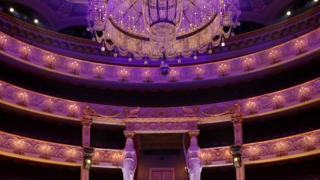Oper: Der neue Opernintendant auf seiner Bühne: Serge Dorny.