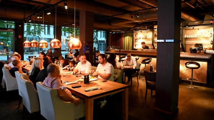 Abacco's Steakhouse: Manchmal ist weniger wohl mehr: Im Abacco's muss man für ein kleines Stück Rindfleisch schon mal 60 Euro hinlegen. Die Halbe kostet 4,80 Euro.