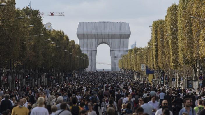 Frankreich: Das Ereignis dieser Tage, das allen gefällt: der verhüllte Arc de Triomphe in Paris.