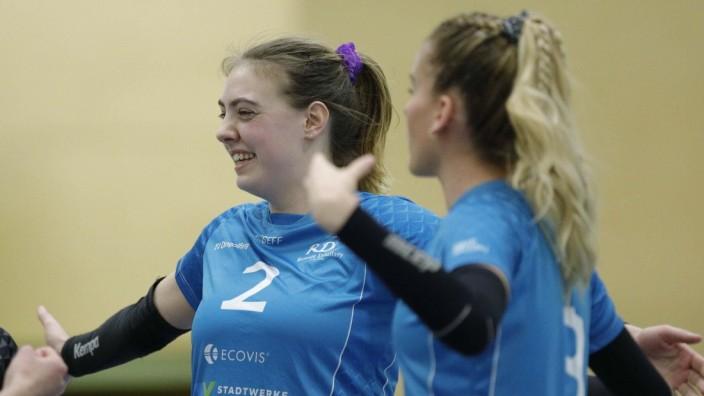Deutschland - Bad Soden - 14.03.2021 / Volleyball - Hessen - 2. Bundesliga Süd Frauen Saison 2020/2021 / TG Bad Soden (o; TV Dingolfing (blau) / v.l. Celina Krippahl (TV Dingolfing - Nr. 2), Sonja Schweiger (TV Dingolfing - Nr. 3)