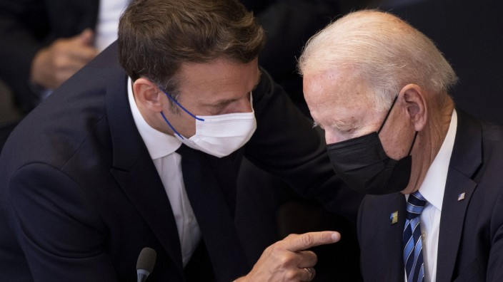 SZ am Morgen: Emmanuel Macron und Joe Biden: Zwischen den Präsidenten gab es zuletzt ein schweres Zerwürfnis. Jetzt deutet sich nach einem Telefonat eine Entspannung an.