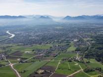 Stadtrand und Außenbezirks- Wohngebiete in Rosenheim im Bundesland Bayern, Deutschland