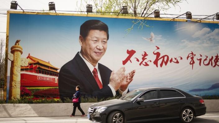 Welthandel: Staats- und Parteichef Xi Jinping beschwört von einer Plakatwand in Peking herab seine Landsleute, sich auf ihre Stärken zu besinnen.