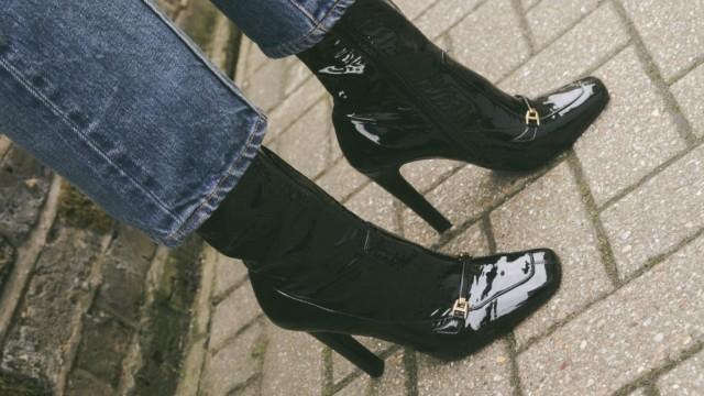 Haben und Sein: Mit Hochglanz in die Siebziger: Schuhe von Saint Laurent x Mytheresa