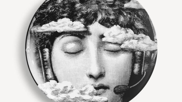 Haben und Sein: Kopf in den Wolken: Teller von Fornasetti.