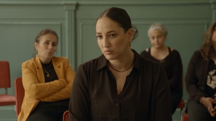 Niederlande: Eine der Protagonistinnen des Films: Badriah berichtet von Demütigungen auf dem Amt, bei der Justiz, im Job, bei Freunden.