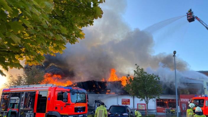 Penny-Markt in Allershausen brennt