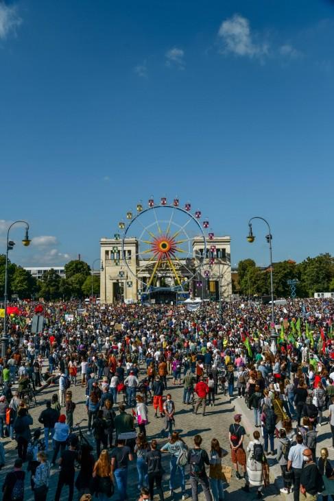 globaler Klimastreik von Fridays for Future in München Auftaktkundgebung am Königsplatz in München. Fridays for Future