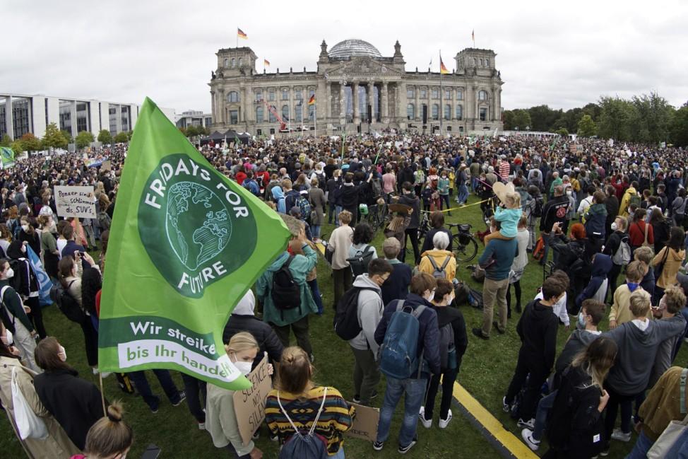 Fridays for Future: Klimastreik vor dem Reichstag in Berlin 2021
