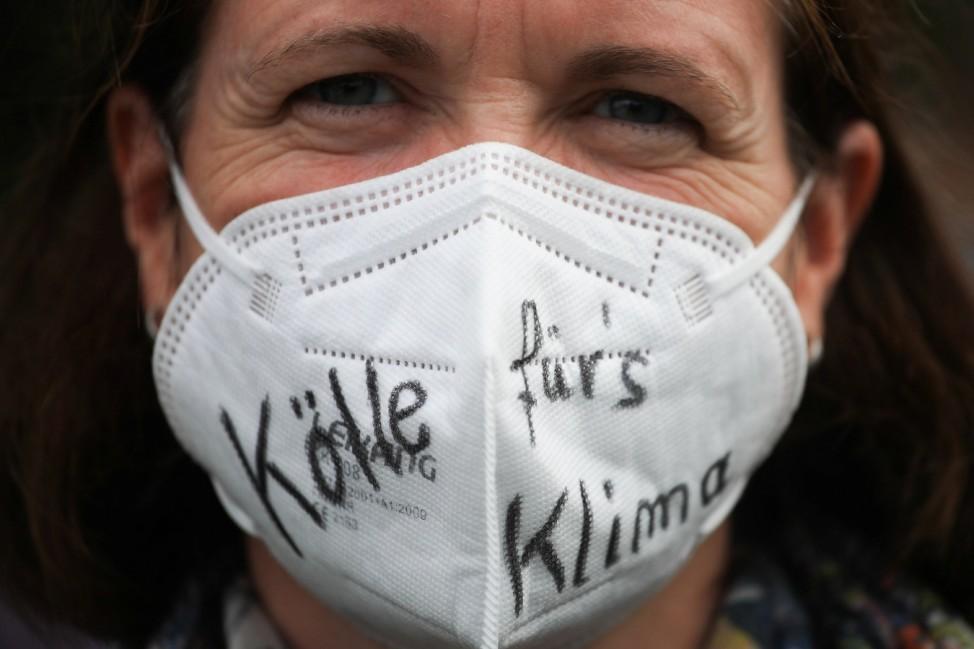 Fridays for Future: Demonstrantin beim Klimastreik in Köln 2021