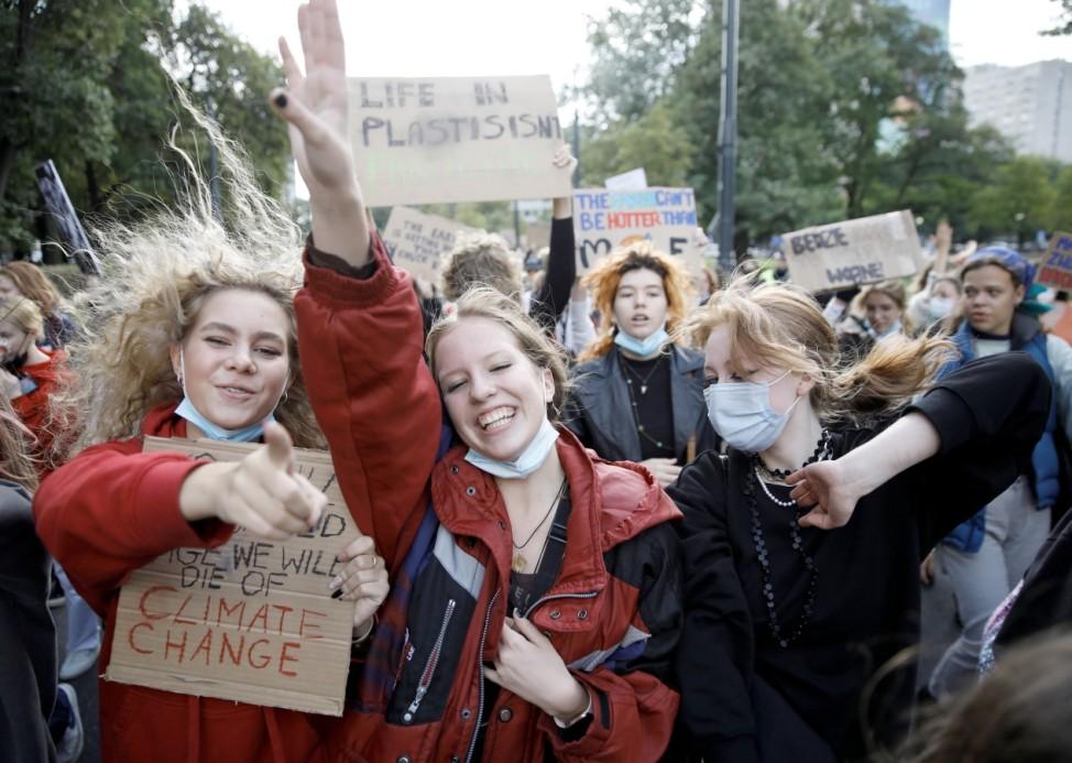 Fridays for Future: Demonstrantinnen beim Klimastreik in Warschau 2021