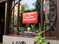 Berlin Neukölln Die Lenau Stuben Eine typische Berliner Eckkneipe wie es zu früherer Zeit Tausend