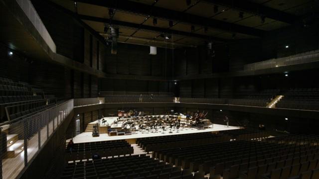 Neuer Konzertsaal: Soll zusammenführen: Lagerfeueratmosphäre in weitgehender Dunkelheit.