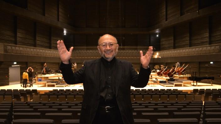 Neuer Konzertsaal: Es ist vollbracht! Akustiker Yasuhisa Toyota in der neuen Übergangsphilharmonie.