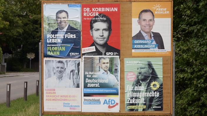 Bundestagswahl im Landkreis München: Der oder jener oder doch der andere? Plakate der Landkreis-Direktkandidaten für den Bundestag.