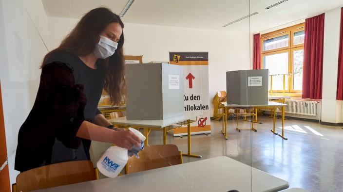 Aufbau von Wahlräumen in Grafing