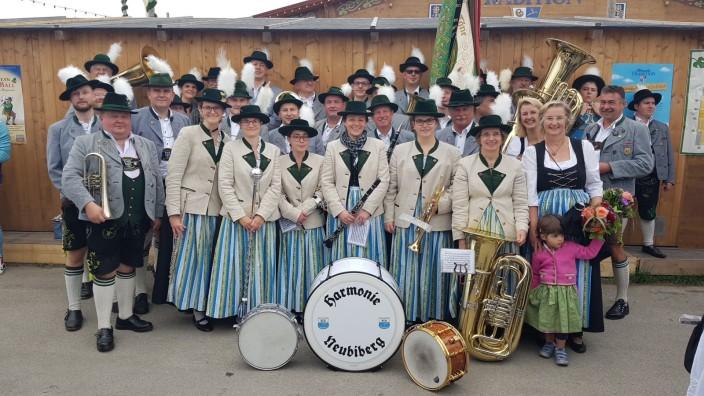 """Blaskapelle """"Harmonie Neubiberg"""", für Vorstellung des Neubiberger Kulturprogramms Herbst/Winter"""