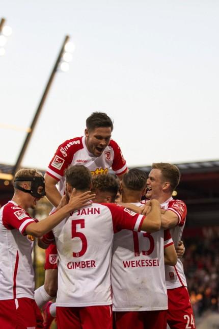 24.09.2021, Fussball, GER, Saison, 2021/2022, 2.Bundesliga, 8. Spieltag, SSV Jahn Regensburg - FC Erzgebirge Aue Jubel