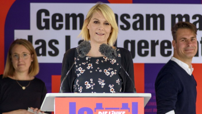 Nicole Gohlke spricht bei einer Wahlkampf-Veranstaltung der Partei Die Linke auf dem Kornmarkt, Nürnberg, 18.09.2021 ***