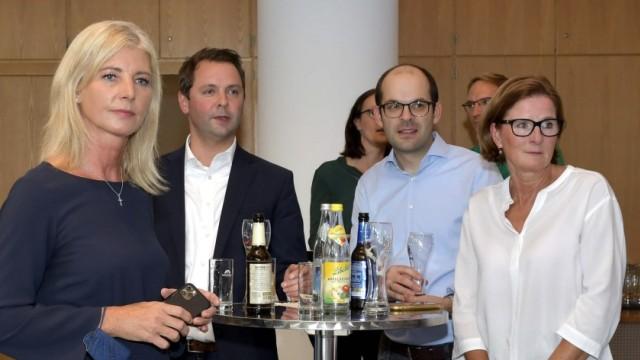 Wahlabend: Links: Ulrike Scharf, rechts: Andreas Lenz mit Freundin Maria.