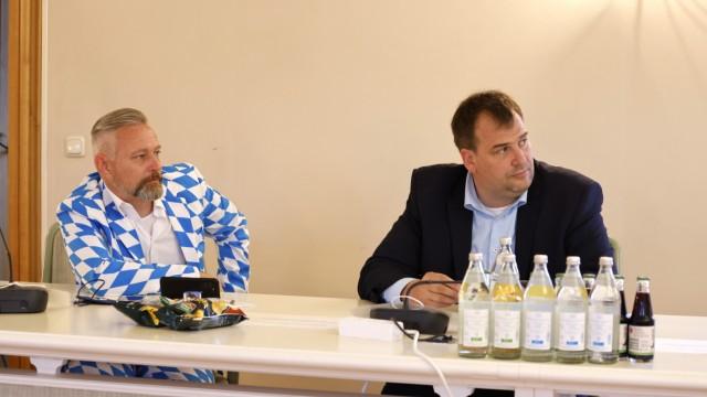 Der Wahlabend im Landkreis Freising: Lange Gesichter bei der CSU, die sogar auf eine Wahlfeier verzichtete.