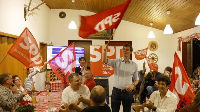 Der Wahlabend im Landkreis Freising: Freude bei der SPD und ihrem Direktkandidaten Andreas Mehltretter, die sich seit langem mal wieder bei einer Wahl zu den Gewinnern zählen konnten.