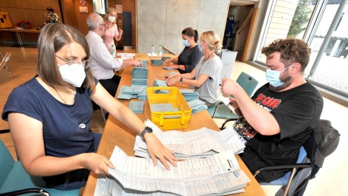 Starnberg: Auszählung Briefwahl - Schlossberghalle