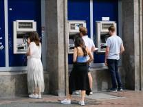 Kontogebühren: Warum die Banken mauern