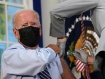 Aktuelle Meldungen zum Coronavirus: Biden bekommt Auffrischungsimpfung