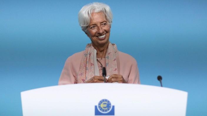 Geldpolitik: Die EZB-Präsidentin Christine Lagarde sieht derzeit trotz hoher Inflation keinen Grund, die lockere Geldpolitik der Europäischen Zentralbank zu beenden.