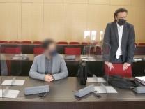 Prozess in Düsseldorf: Tod nach Po-Vergrößerung