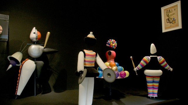 "Virtual Reality im Tanz: Oskar Schlemmers ""Triadisches Ballett""."