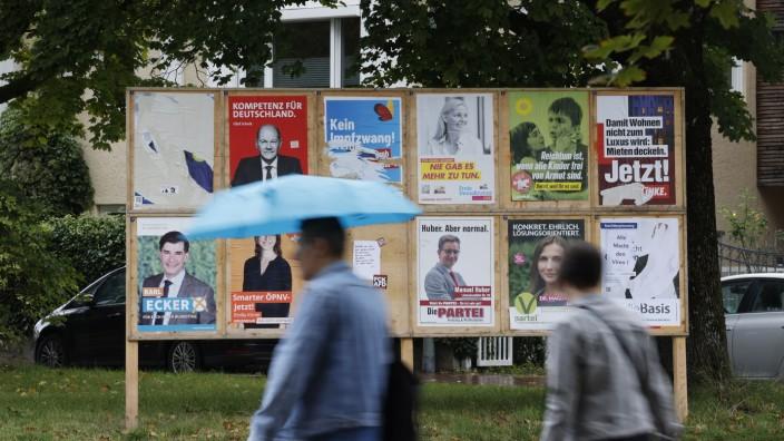 Freising: Die Wahlplakate haben ihren Zweck erfüllt. Spätestens bis zum Ende der Woche müssen sie wieder abgehängt sein.