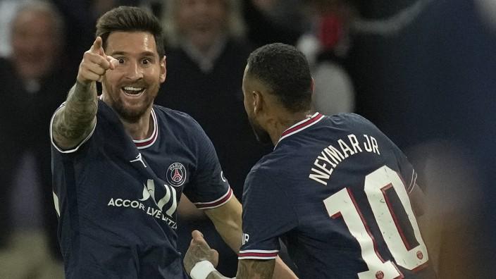 Messi in der Champions League: Erstes Tor für PSG: Lionel Messi (links) feiert mit Neymar.