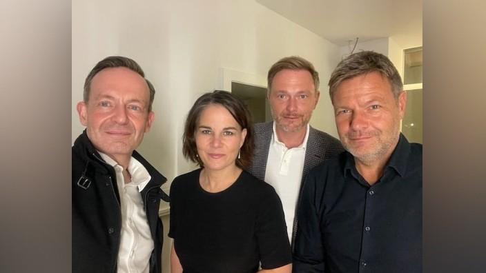 Bundestagswahl: Sie reden - und das lassen sie jeden wissen: Volker Wissing (FDP), Annalena Baerbock (Grüne), FDP-Chef Christian Lindner und Robert Habeck (Grüne; von links).