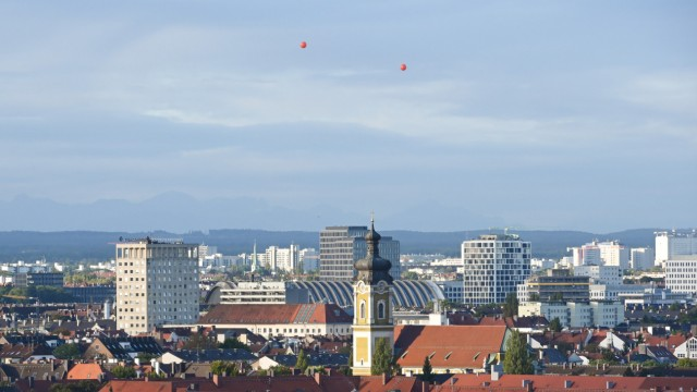 Balloons simulate high-rise buildings in Munich