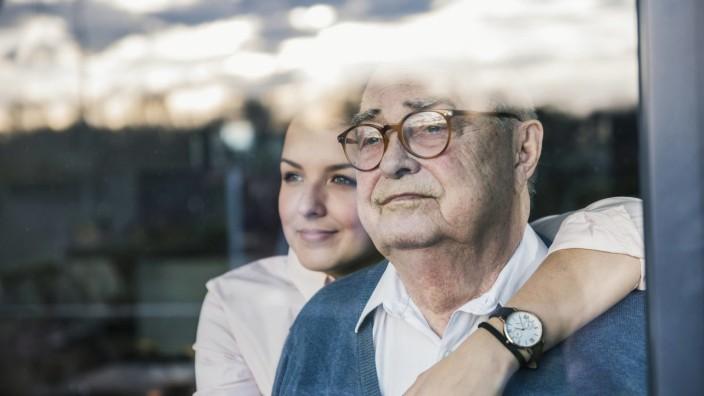 Pflege daheim: Der Selbstaufopferung Grenzen setzen