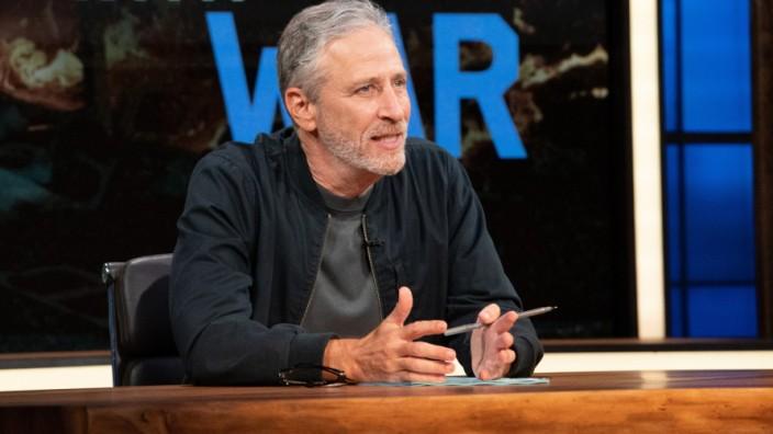 """Jon Stewart: Jon Stewart im Studio von """"The Problem With Jon Stewart""""."""