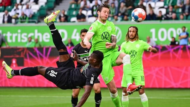 Bundesliga: Artistisch: Breel Embolo (links) trifft per Fallrückzieher zum 1:0.