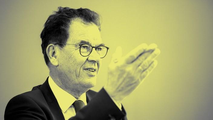 Gerd Mueller, Bundesminister fuer Entwicklung und wirtschaftliche Zusammenarbeit, aufgenommen im Rahmen einer Pressekon