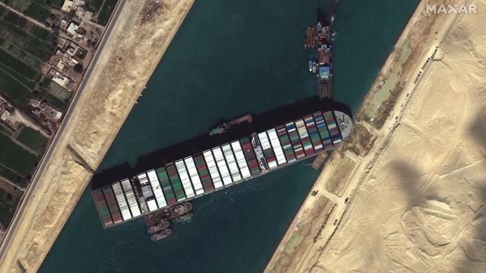 """Digitale Welt: Einzelfehlerquelle für ein globales System: Das Containerschiff """"Ever Given"""" blockierte im März den Suezkanal und damit den Welthandel."""