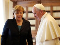 Bilder des Tages Angela Merkel bei Papst Franziskus May 6 2016 Pope Francis meets German Chancello