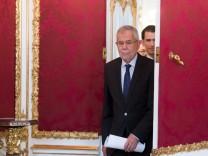 ***BESTPIX*** Kurz And Van Der Bellen Meet To Discuss Snap Elections