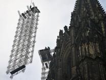 Gerüst am Kölner Dom wird abgebaut