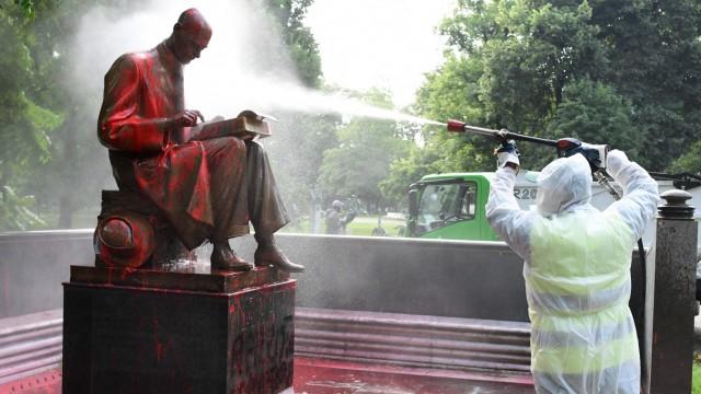 Italien: Ebenfalls sehr umstritten: Das Denkmal des berühmten italienischen Journalisten Indro Montanelli in Mailand.