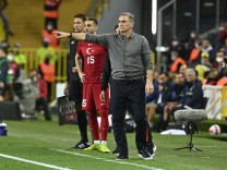 Berkan Kutlu and Coach Stefan Kuntz during the World Cup 2022 Qualifaction group G match between Turkey and Norway at U